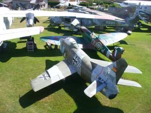 Spitfire MKII v pozadí